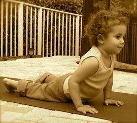 http://foodfitnessfreshair.files.wordpress.com/2010/05/yoga_cobra_pose.jpg?w=720&h=244